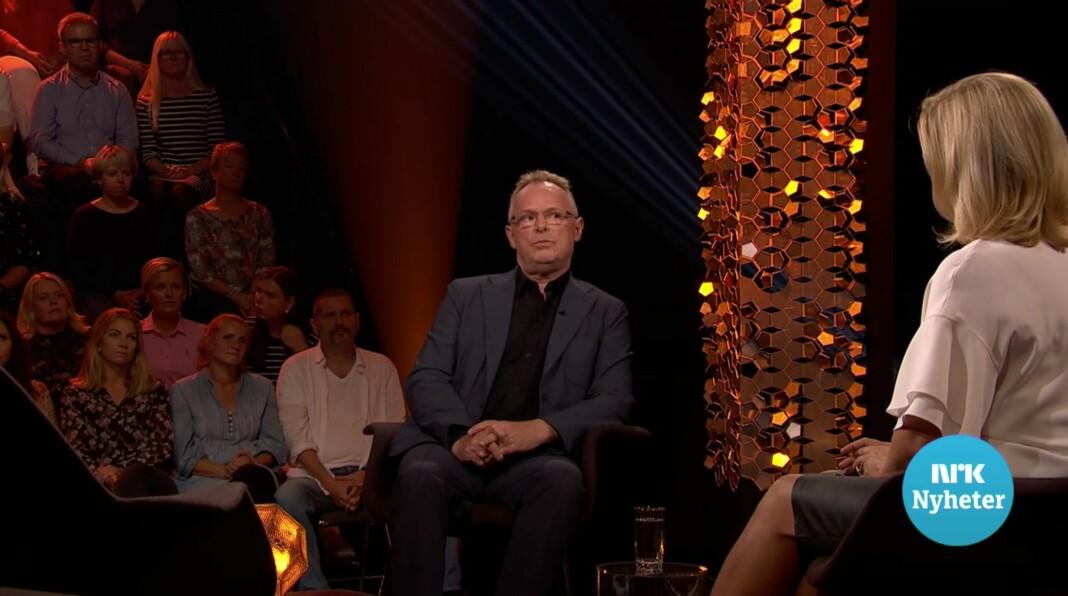 Per Sandberg sier i NRK-programmet «Lindmo» at han er lei politikere som legger seg flate. Skjermdump fra NRK