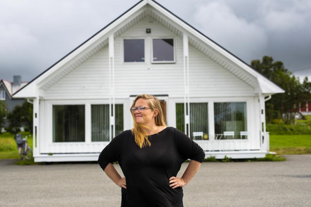 Kristina Renate Johnsen er både redaktør og eneste faste journalist i Vesterålsmagasinet Yderst. Foto: Kristine Lindebø