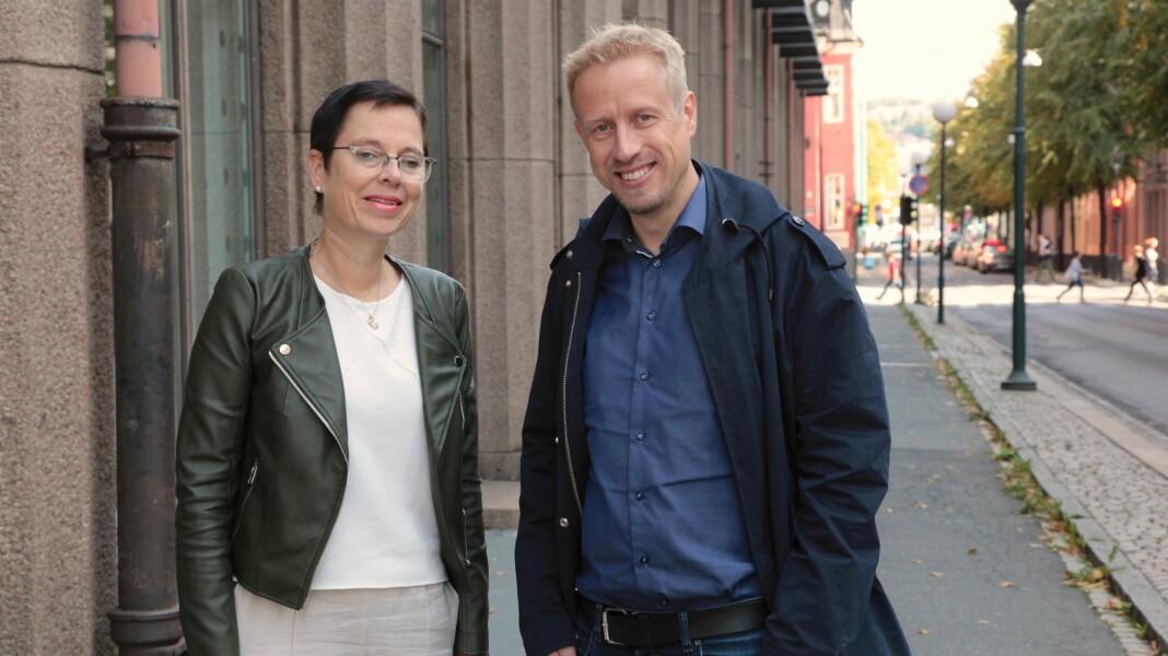 Mari Velsand, direktør i Medietilsynet og Kristoffer Egeberg, ansvarlig redaktør i Faktisk.no. Foto: Tore Bergsaker