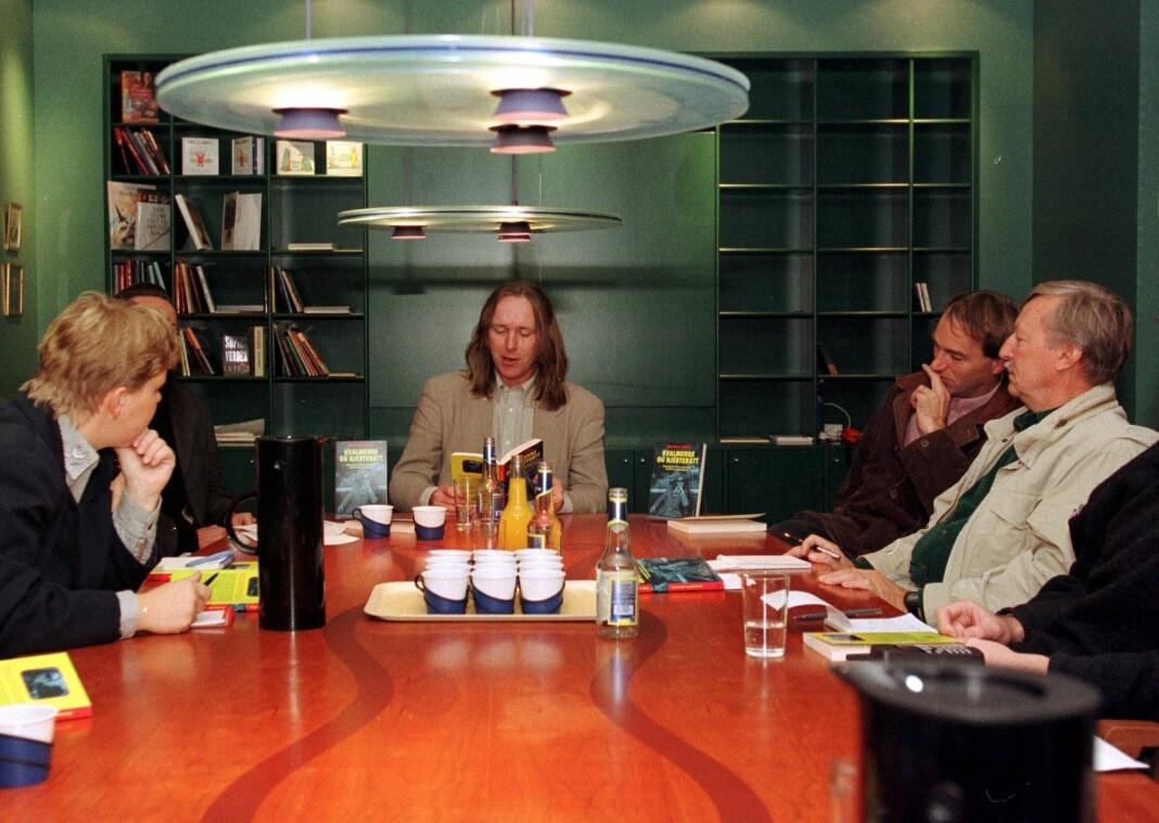 Herman Willis presenterer sin nye bok for norske journalister i 1997. Foto: Ørn E. Borgen / NTB scanpix