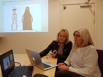Veslemøy Rysstad (t.v) og prosjektleder for avistegner-prosjektet Anne Schäffer. Foto: Ragnhild Holmen.