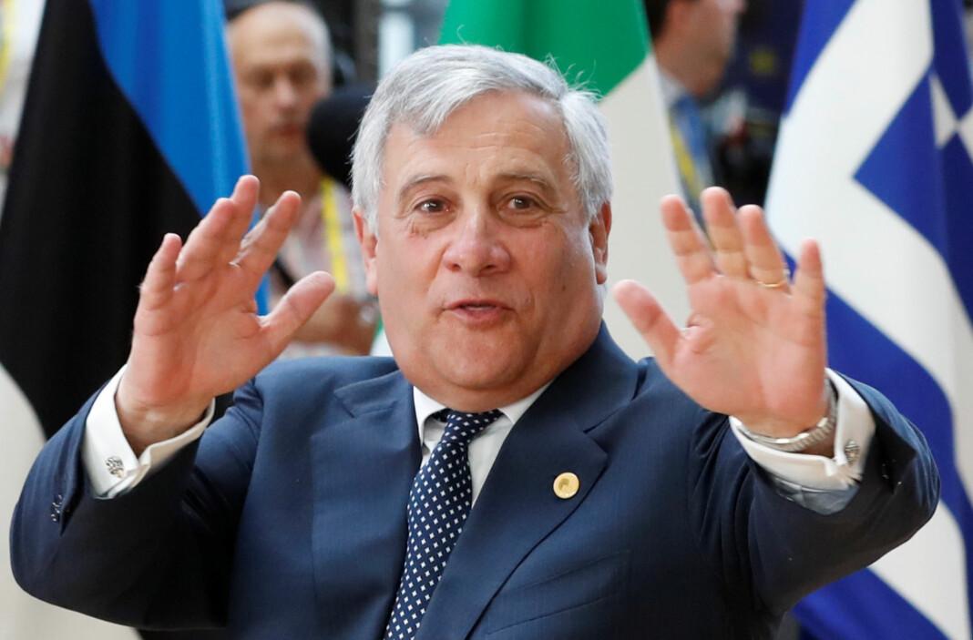 EU-parlamentets president Antonio Tajani på vei inn til en lederkonferanse. Foto: Yves Herman / Reuters / NTB scanpix