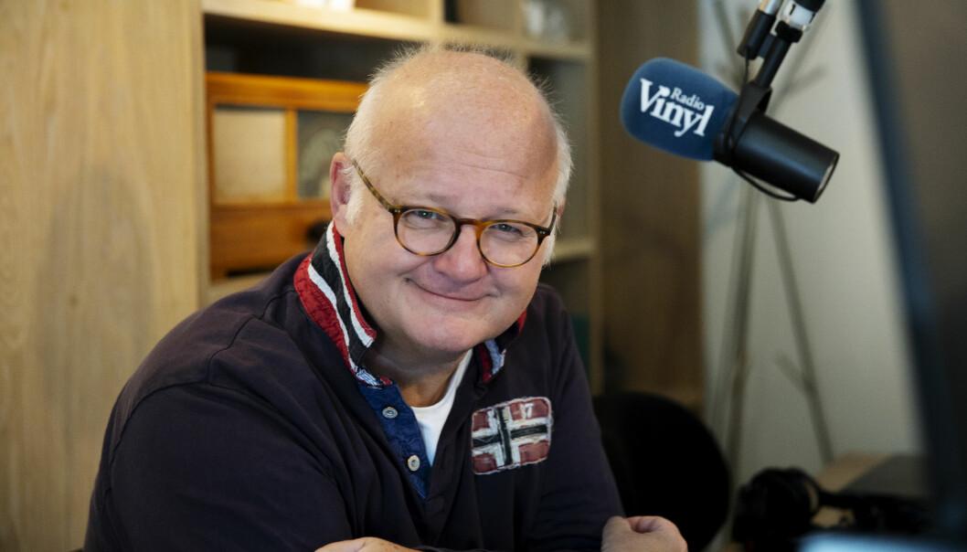 Finn Bjelke i studio hos sin nye arbeidsgiver. Foto: Bauer Media