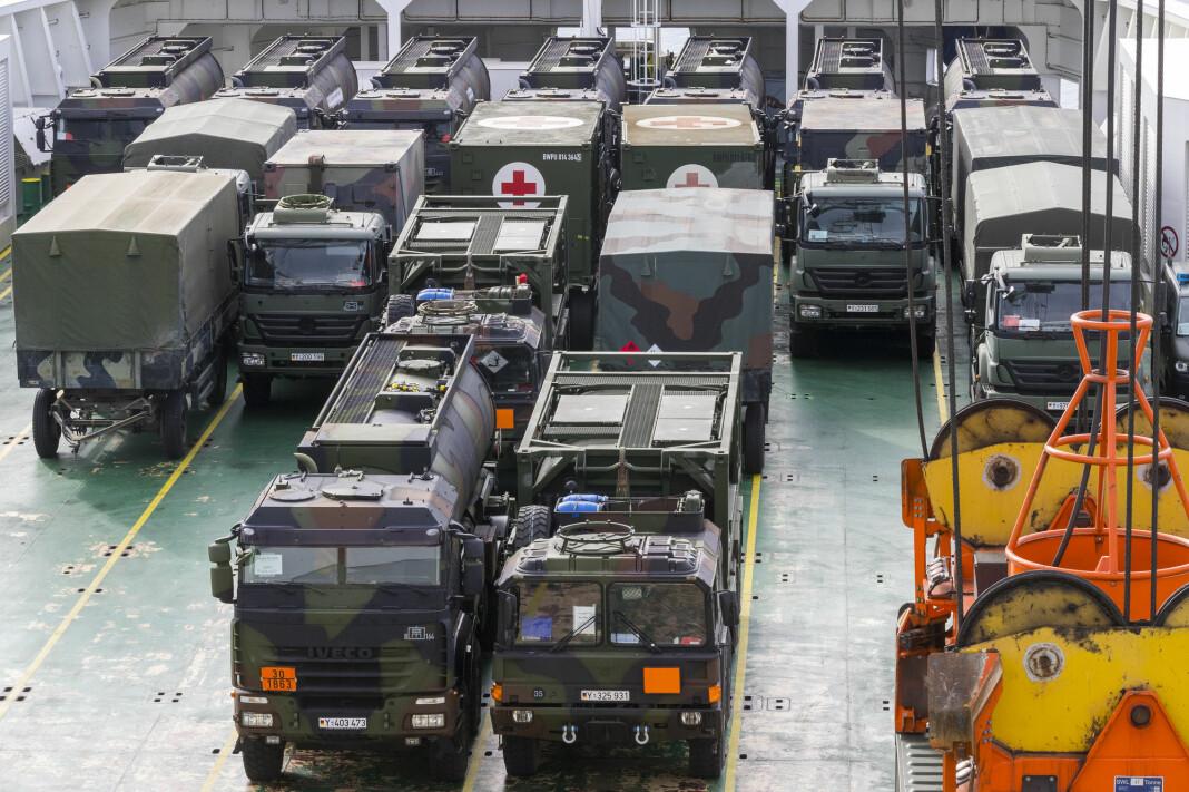 Militære kjøretøyer og materiell til NATO-øvelsen Trident Juncture ble losset av det danske lasteskipet Ark Germanica i Borg havn i Fredrikstad fredag forrige uke. Foto: Heiko Junge / NTB scanpix