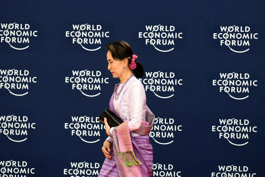 – Det er selvfølgelig måter, i etterpåklokskapens lys, situasjonen kunne ha vært håndtert bedre, sa Myanmars leder Aung San Suu Kyi om rohingya-krisen, i en tale under Verdens økonomiske forum i Hanoi. Foto: Reuters / NTB scanpix