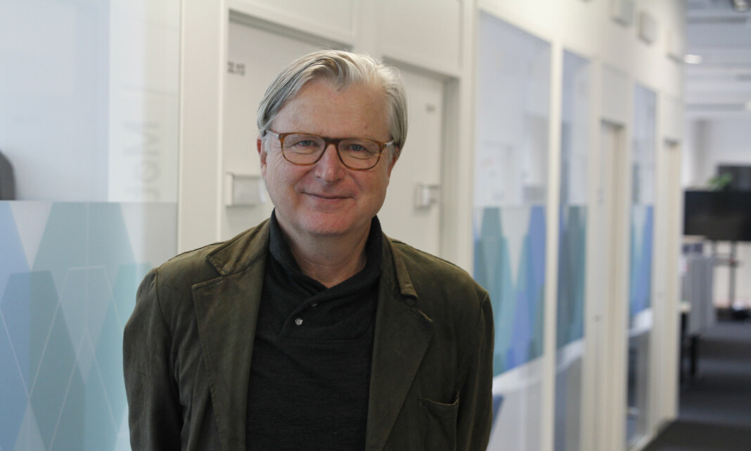 MORGENRUTINEN: Gravesenter-leder Per Christan Magnus minnes da han ble jaget rundt i redaksjonen av Frank Aarebrot på krykker