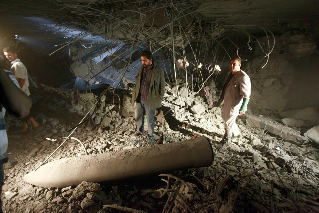 Bildet av det som skal være en udetonert bombe fra et NATO-angrep i Tripoli. Foto: Reuters / NTB scanpix