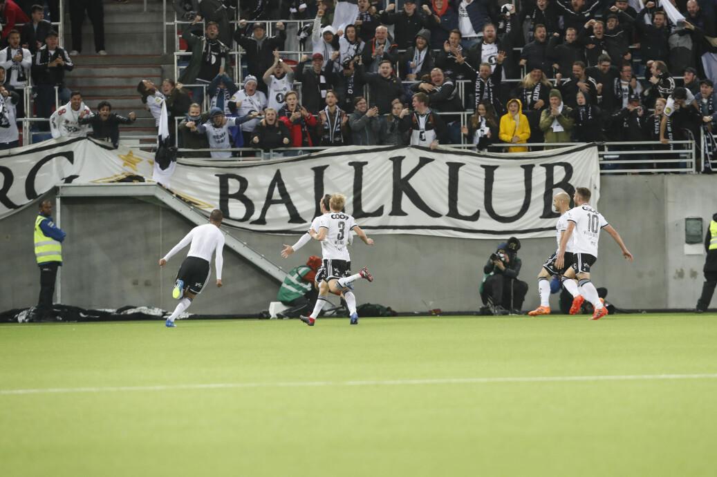 Rosenborgs Issam Jebali (t.v) avgjorde med 2-3-scoringen mål mot Vålerenga på overtid i søndagens eliteseriekamp i Oslo. Det fikk så mange TV-seere med seg at det ble rekord for Discovery. Foto: Terje Bendiksby / NTB scanpix