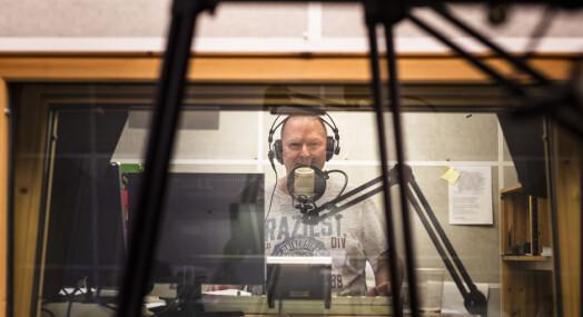 Radio Bø startet sendingene fra et kott på skolen. Nå når de ut til 22 kommuner i Vesterålen, Lofoten, Ofoten og Hamarøy