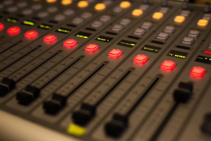 Radio Bø eier alt utstyret sitt selv, og bygger i dag også ut sitt eget DAB-nett. Foto: Kristine Lindebø