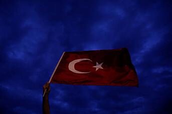 En av de tre tyrkiske journalistene som ble pågrepet fredag, er sluppet fri