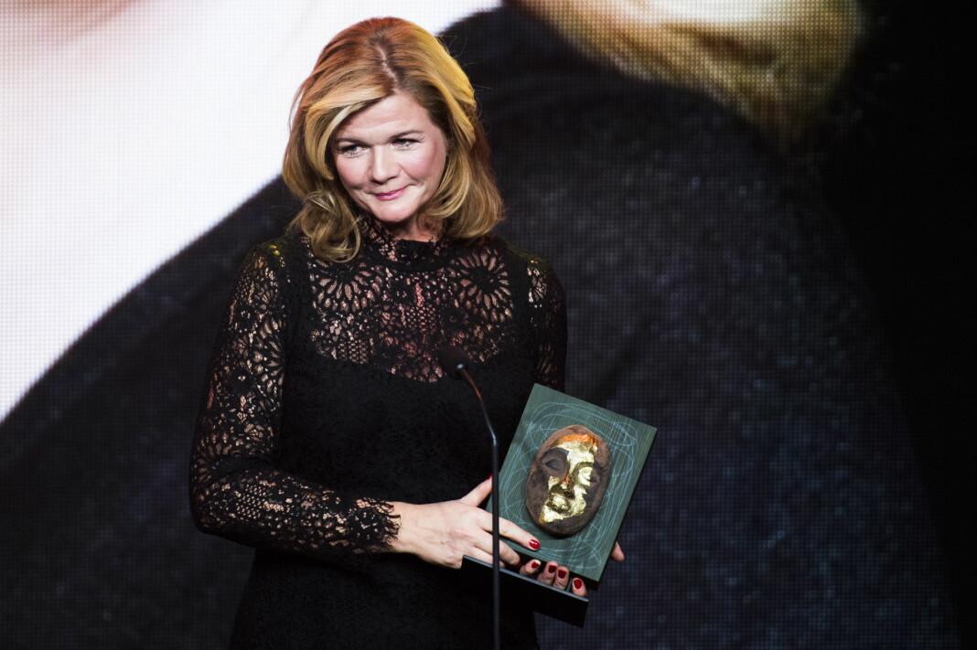 Anne Lindmo har fått en fin start på TV-høsten. Her mottar hun prisen for Årets TV-navn under Kjendisgallaen 2016. Foto: Jon Olav Nesvold / NTB scanpix