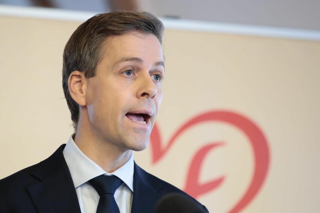 Partileder Knut Arild Hareide i KrF mener partiet bør vurdere å samarbeide med venstresiden. I en ny undersøkelse sier et klart flertall av de spurte KrF-velgerne at partiet tilhører høyresiden. Foto: Håkon Mosvold Larsen / NTB scanpix