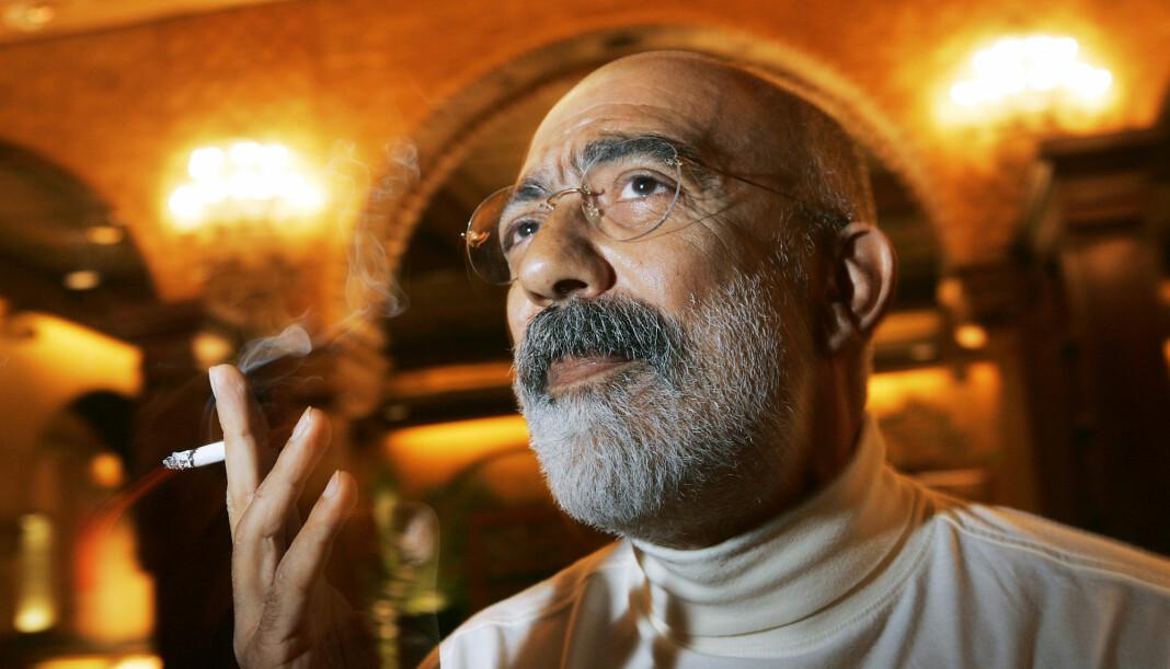 Den tyrkiske forfatteren og journalisten Ahmet Altan, her i forbindelse med et Oslo-besøk i 2004, er en av seks journalister som ble dømt til livsvarig fengsel i en ankedomstol i Istanbul tirsdag. Foto: Heiko Junge / NTB scanpix.