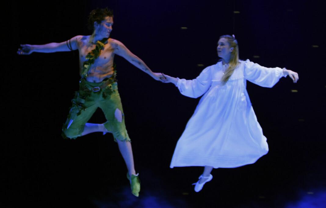 Peter Pan og Wendy under en pressevisning på Det Norske Teatret i Oslo i 2007. Foto: Morten Holm / NTB scanpix