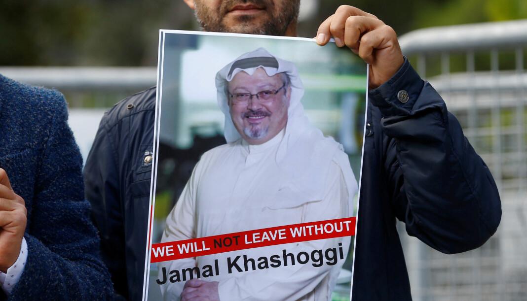 Journalisten Jamal Khashoggi forsvant under et besøk på Saudi-Arabias konsulat i Istanbul tirsdag. Fredag holdt tyrkiske journalister en støttedemonstrasjon for ham utenfor konsulatet. Foto: Reuters / NTB scanpix