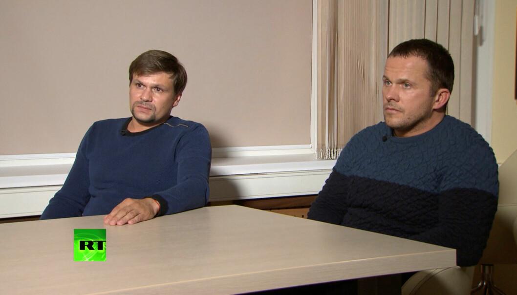 Ruslan Bosjirov (t.v.) og Aleksandr Petrov (t.h) blir intervjuet av den russiske TV-kanalen RT. Foto: Reuters / NTB scanpix