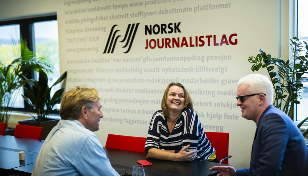 Leder Hege Iren Frantzen og nestleder Dag Idar Tryggestad (til høyre) jakter ny sekretariatsleder i Journalistlaget. Her sammen med rådgiver Trond Idås. Arkivfoto: Kristine Lindebø
