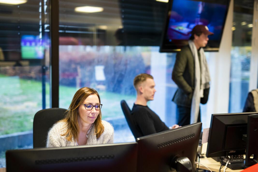 Susann Micaelsen på jobb i sportsredaksjonen på Marienlyst.