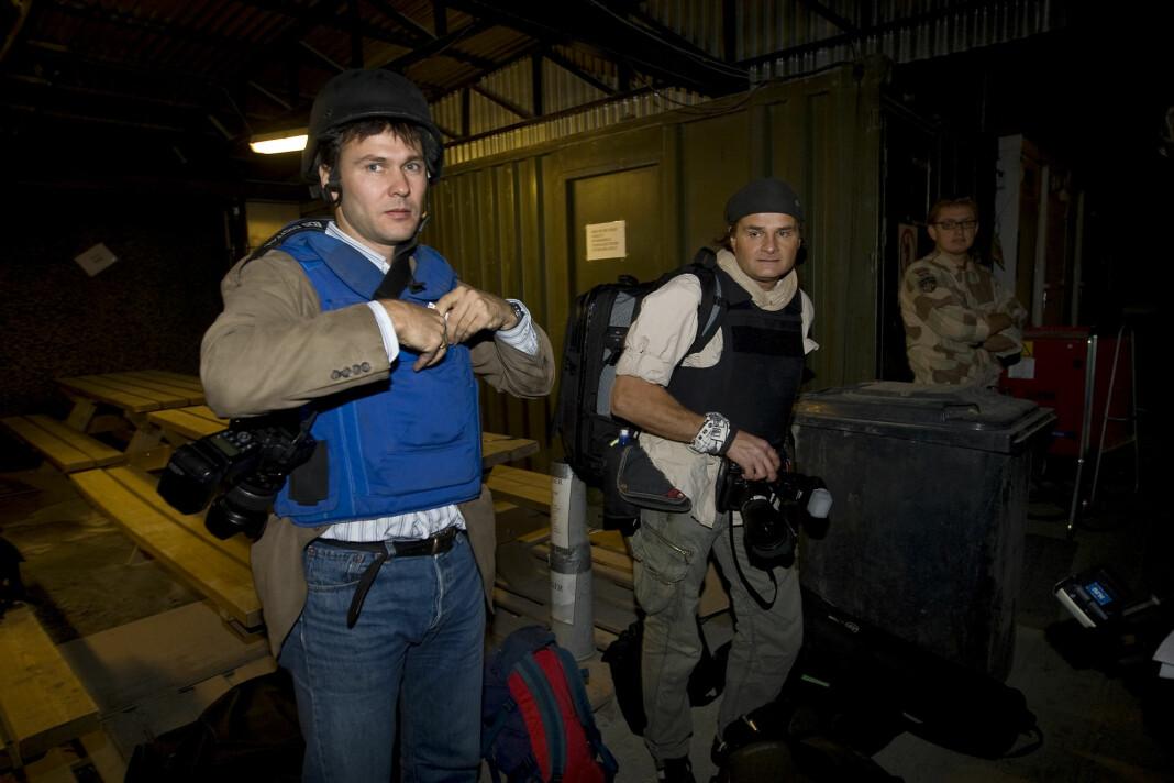 Aftenpostens journalist Tor Arne Andreassen Harald Henden kledd i skuddsikre vester på jobb i Kabul i Afghanistan i 2008. Foto: Heiko Junge / NTB SCANPIX