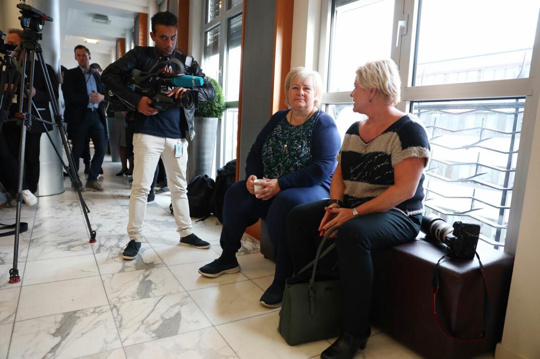 Gjentatte spørsmål om barnløshet plager Frp-leder Siv Jensen. Høyre-leder Erna Solberg mener man må ha tykk hud for å drive med politikk. Foto: Ørn E. Borgen / NTB scanpix