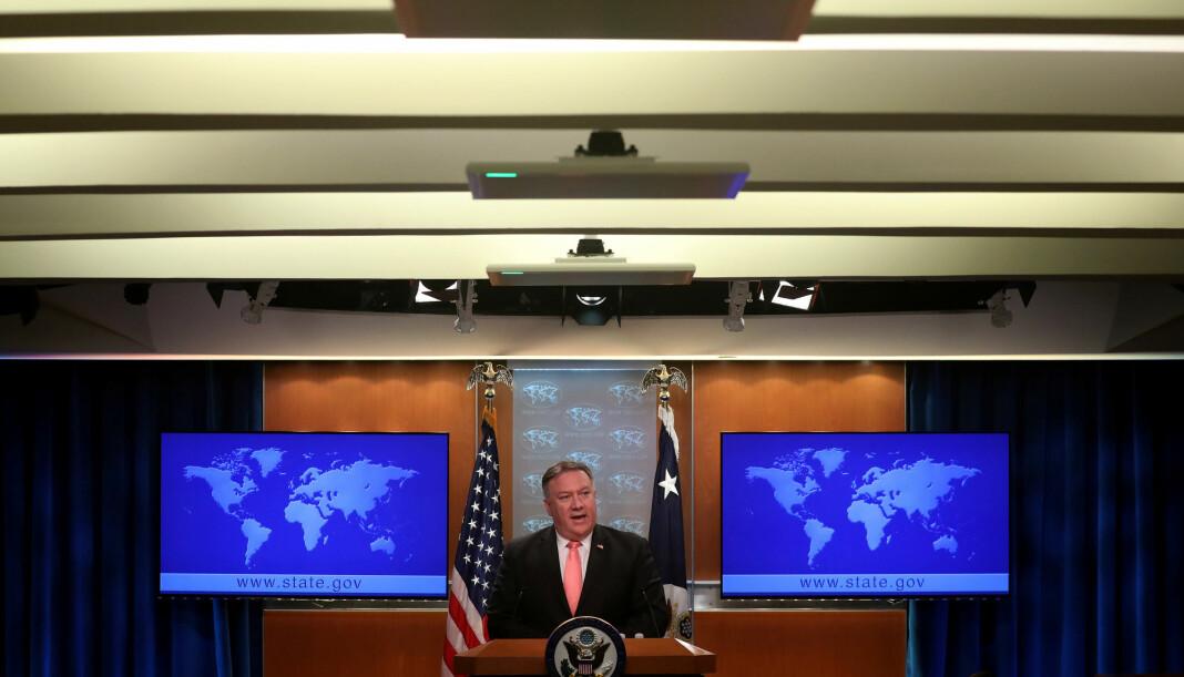 USAs utenriksminister Mike Pompeo retter en anklagende pekefinger mot Saudi-Arabias øverste ledelse. Foto: Reuters / NTB scanpix