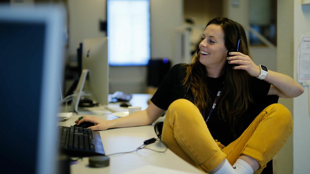 Therese Bergersen er ansatt i en 50 prosent stilling i NRK Nordland. Foto: Malin Nygård Solberg