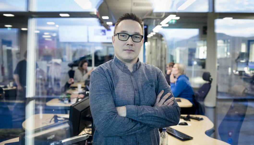 Robin Mortensen (40) har bred journalistisk bakgrunn fra Finnmark Dagblad, Altaposten og NRK. Foto: Eskil Wie Furunes/NRK
