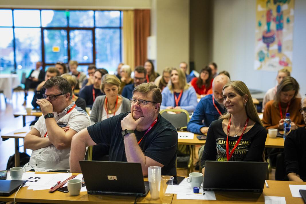 Rolf Johansen (midten) er ny leder for NJ-medlemmene i NRK. Her på NRKJs årsmøte sammen med avtroppende leder Richard Aune (t.v) og nestleder Hege Fagerheim. Foto: Kristine Lindebø