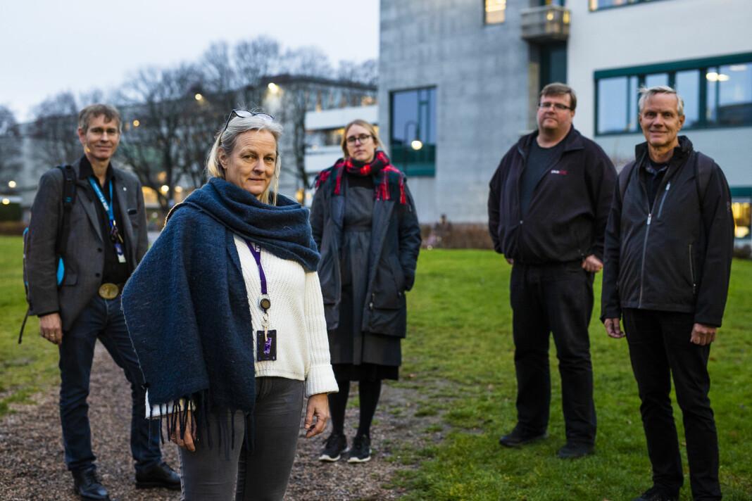 Fagforeningene i NRK er bekymra for planene om å sette ut IT-drifta eksternt. F.v.: Tor Egelien (TF), Trine Steen (NTL), Silje Kristensen (Nito), Rolf Johansen (NRKJ) og Dag Hallaråker (Tekna). Foto: Kristine Lindebø