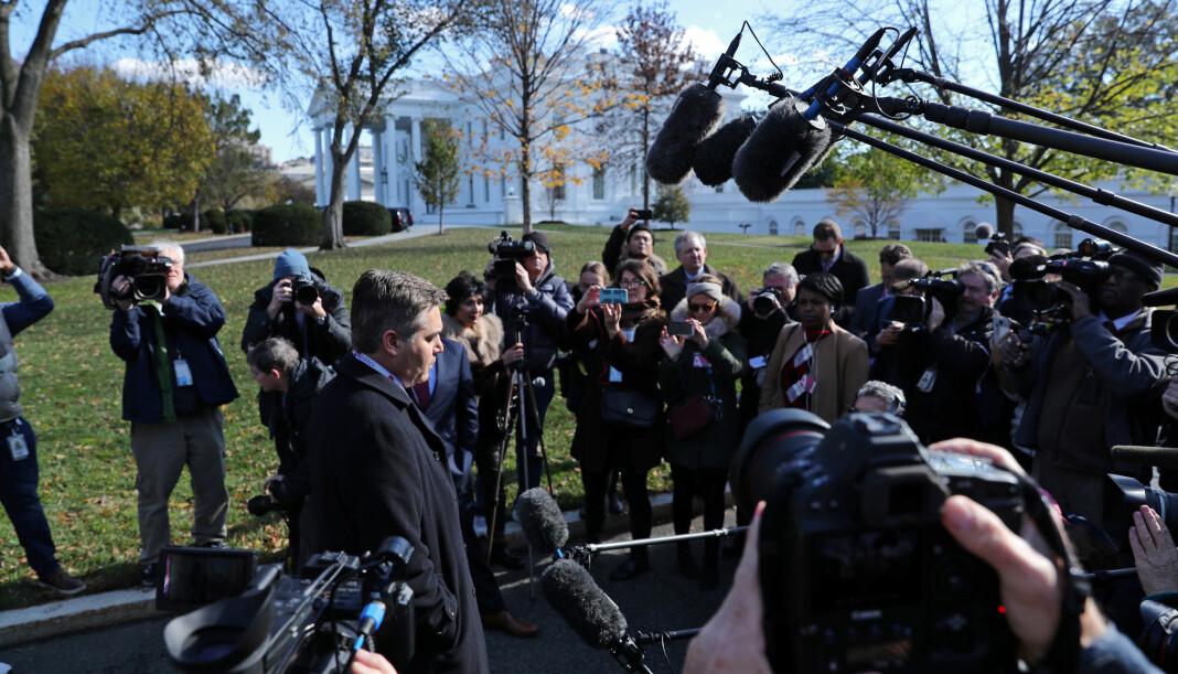CNNs Jim Acosta tilbake på plass foran Det hvite hus. Foto: Reuters / NTB scanpix