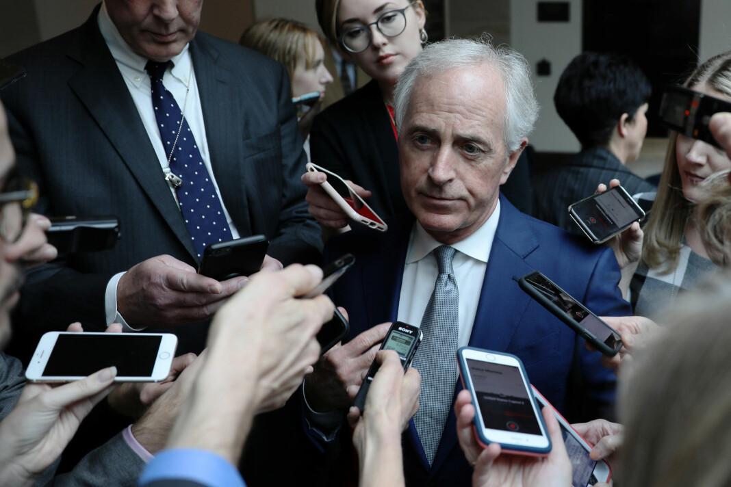 Senator Bob Corker uttaler seg om Khashoggi-drapet etter en orientering fra CIA-sjef Gina Haspel i Senatet tirsdag. Foto: Reuters / NTB scanpix