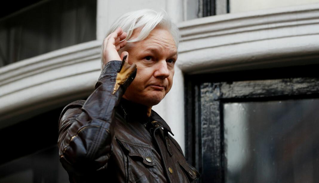 Julian Assange kan forlate Ecuadors ambassade i London, hevder landets president. Uaktuelt, svarer Assanges advokat. Forholdet mellom WikiLeaks-grunnleggeren og vertskapet har blitt anstrengt i løpet av de over seks årene Assange har bodd i ambassaden. Arkivfoto: Reuters / NTB scanpix