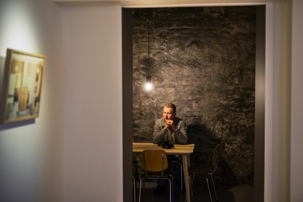 På bakrommet til Ellingsen og Worsøe er spisebord, lager og bar. Foto: Kristine Lindebø