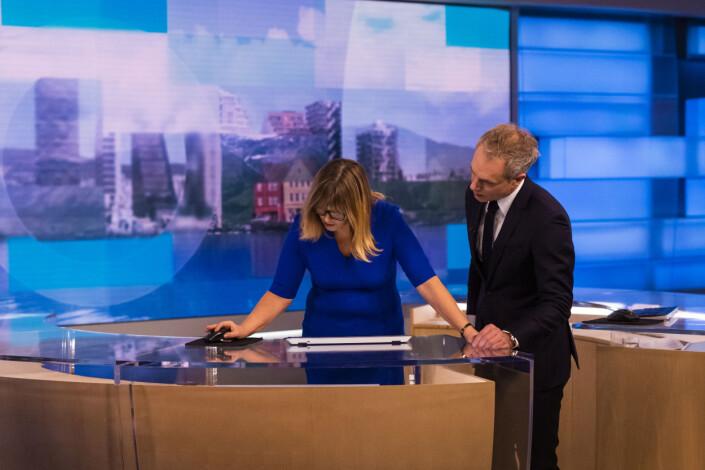 Slik jobber redaksjonen bak Norges fortsatt største nyhetssending på TV