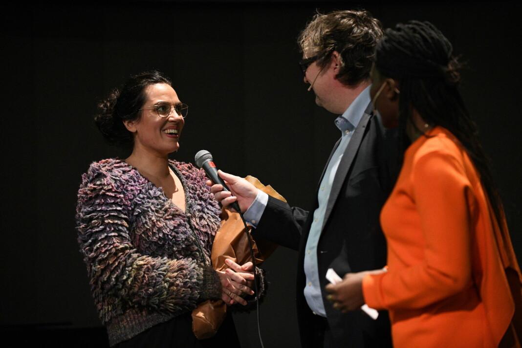 Prisvinner Frøy Gudbrandsen sammen med Finn Tokvam og Irene Kinunda under dagens utdeling. Foto: Max Igland