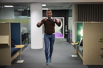 Her hopper nyhetsredaktør Jan Stian Vold av glede etter ta rekorden ble kjent. Foto: Bjørn Erik Larsen/BT