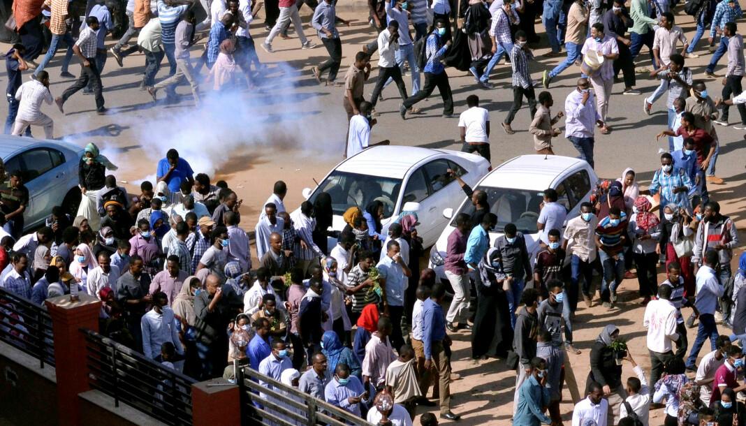 Minst 37 mennesker er ifølge Amnesty International drept i sammenstøt mellom demonstranter og sikkerhetsstyrker i Sudan den siste uka. Foto: Reuters / NTB scanpix