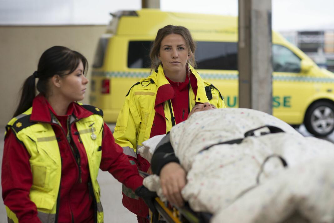 Maja Oskal og Maja Lauritsen ved akuttjenesten i Tromsø ble fulgt av et NRK-team i over to måneder. Foto: Ingun Alette Mæhlum / NRK