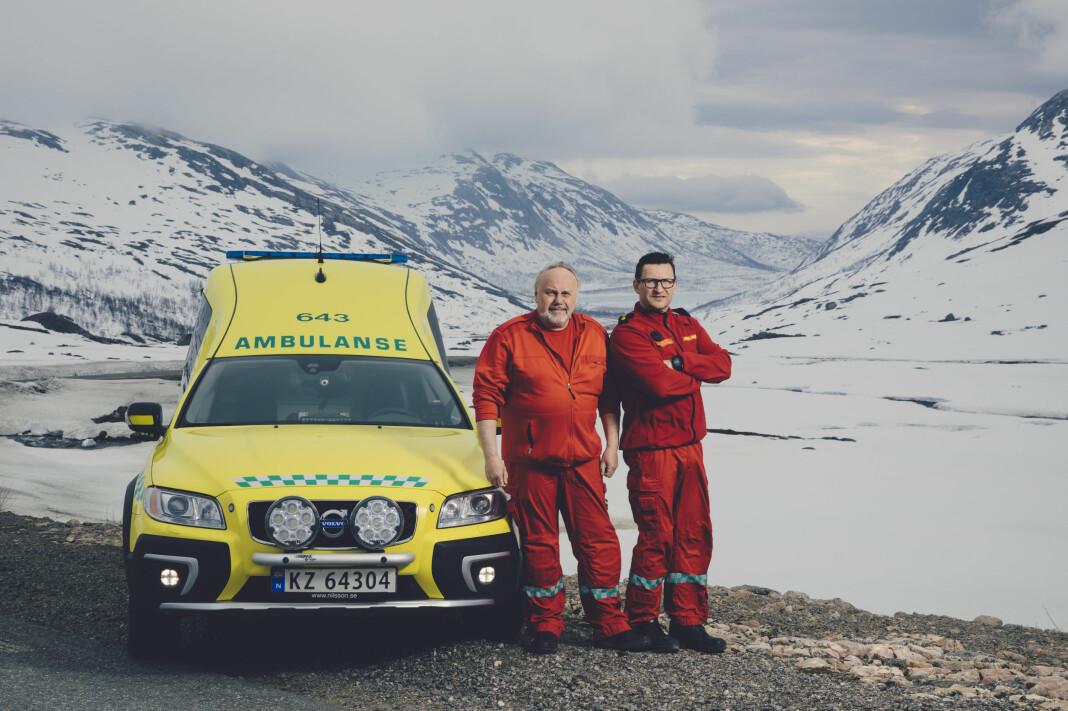 NRK fulgte også ambulansearbeiderne ved Finnsnes ambulansestasjon, Finn-Åge Nergård og Robert Olsen, som dekker et område som er mer enn tre timer i kjøreavstand fra sykehuset i Tromsø. Foto: Marius Fiskum / NRK