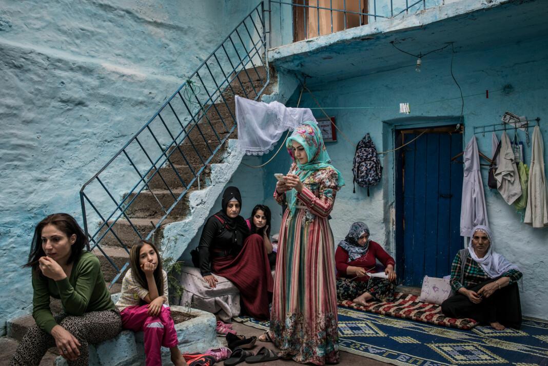 Den armenske fotografen Anush Babajanyan har fotografert livet i Sur i Diyarbakir i Tyrkia, der det i årevis har vært blodige konflikter mellom tyrkere, kurdere, armenere og andre etniske grupper. Foto: Anush Babajanyan