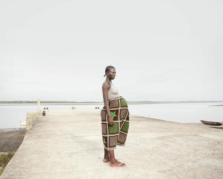 Francess Kenjah i Bonthe, Sierra Leone. Fra prosjektet «Crossing the river» av Valeria Scrilatti. Foto: Valeria Scrilatti