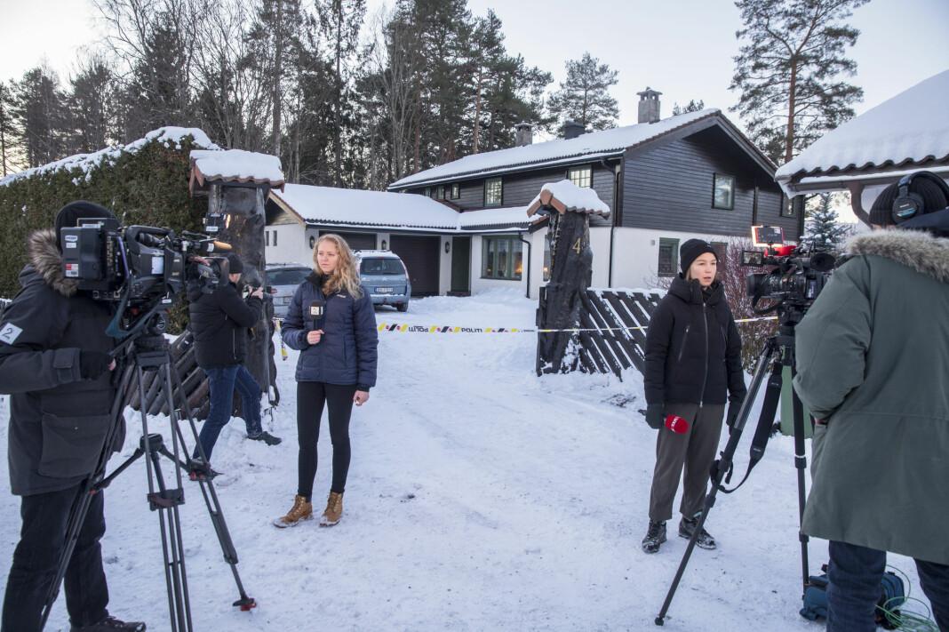 Anne-Elisabeth Falkevik Hagen, kona til Tom Hagen, en av Norges rikeste, har vært borte i ti uker. Først nå omtaler mediene saken, her Margrethe Håland Solheim i TV 2 og Natalie Remøe Hansen i VGTV. Foto: NTB / Scanpix