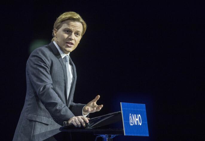Ronan Farrow på scenen under NHOs årskonferanse. Foto: Vidar Ruud / NTB scanpix