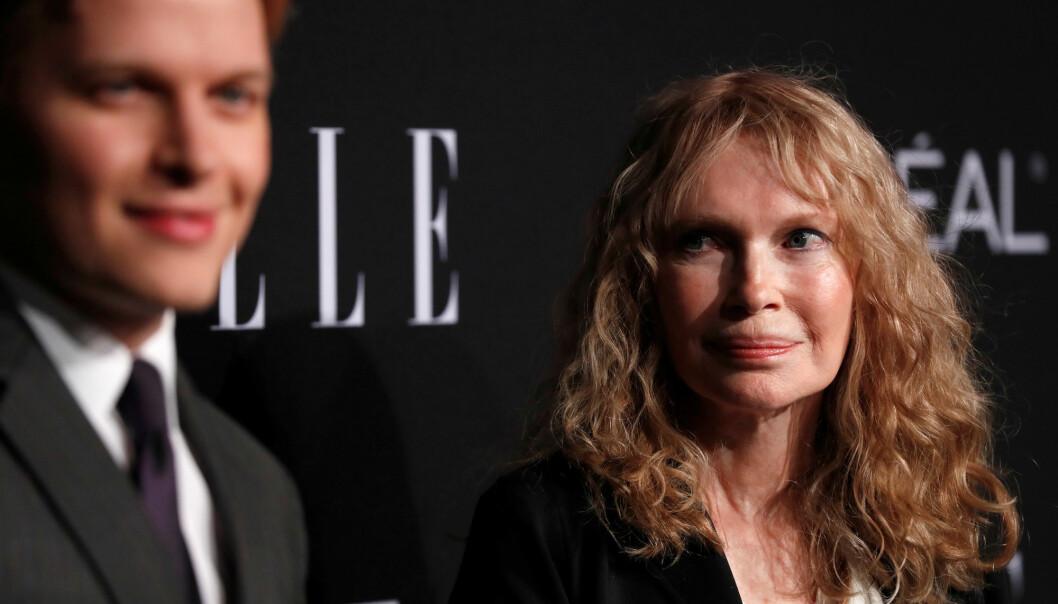 Ronan Farrow sammen med sin skuespillermor, Mia Farrow. Foto: Reuters / NTB scanpix