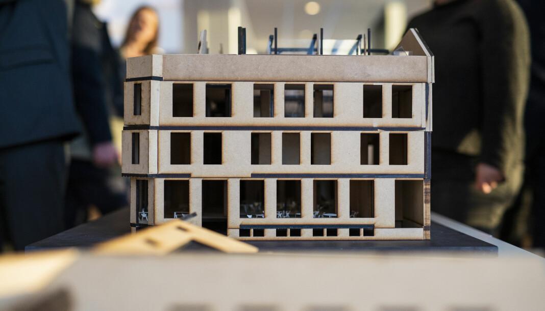 Norsk Journalistlags arbeidsutvalg ønsker å sikre seg et lite krypinn i Pressens Hus. Her er en modell som ble presentert av bygget 15. januar i år. Foto: Kristine Lindebø