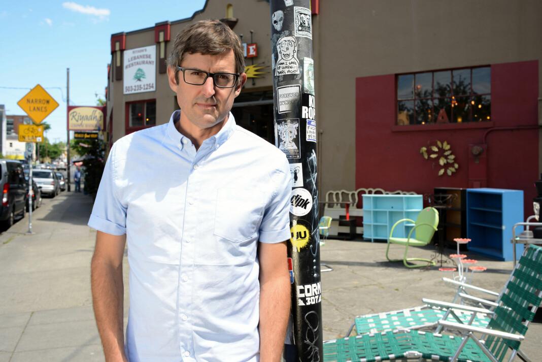 Louis Theroux har vært et BBC-fenomen i over 20 år. Det skader ikke å være litt nerdete, mener han. Foto: Bryony Shearmur / BBC