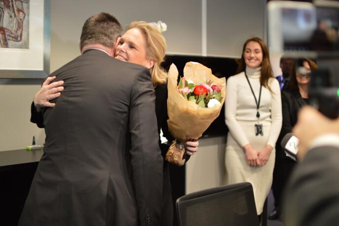 Justisminister Tor Mikkel Wara tok imot Ingvil Smines Tybring-Gjedde på deres første dag som statsråder i samme departement. Foto Nils Martin Silvola