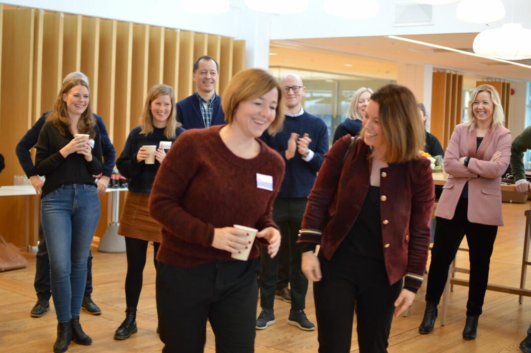 Mentorer og deltakere i programmet fikk møte hverandre for første gang torsdag. Katrine Strøm (midten til venstre), redaktør i Dagsavisen Fremtiden, fikk Sarah Willand, organisasjons- og kommunikasjonsdirektør i TV 2, som sin mentor. Foto: Nils Martin Silvola