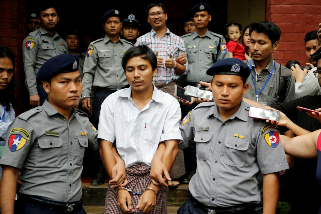 Kyaw Soe Oo (til venstre) og Wa Lone er dømt til sju års fengsel for ulovlig besittelse av hemmelig materiale. Både de og arbeidsgiver Reuters sier anklagene mot mennene er falske. Foto: Reuters / NTB scanpix